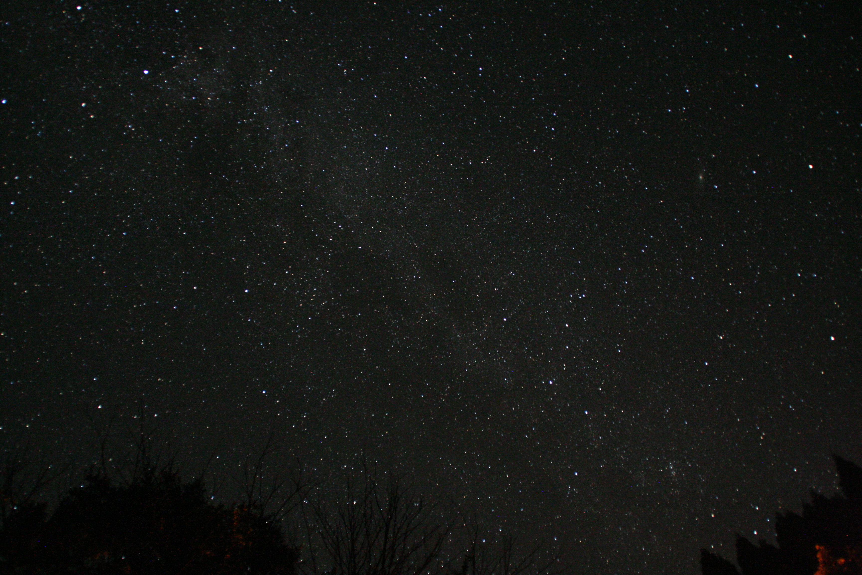 【星景写真の撮り方と機材】見上げた夜空をそのまま写真に!