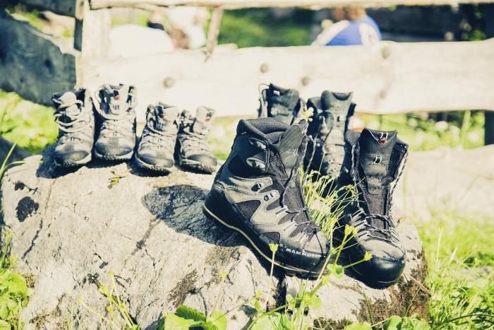 hiking-shoes-617260_1920